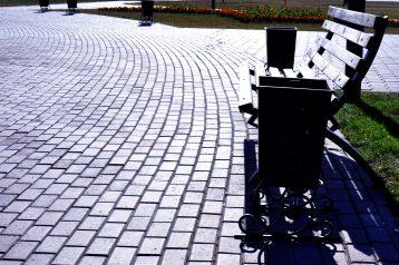 Тротуарная плитка кирпичик большой (120х240х80мм) фото укладки 4